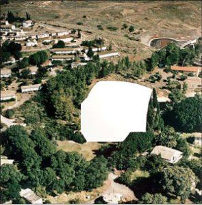 ללא כותרת (מתוך מחיקת המוזיאונים הגדולים: מחיקת המשכן לאמנות עין חרוד), תצלום, 1996