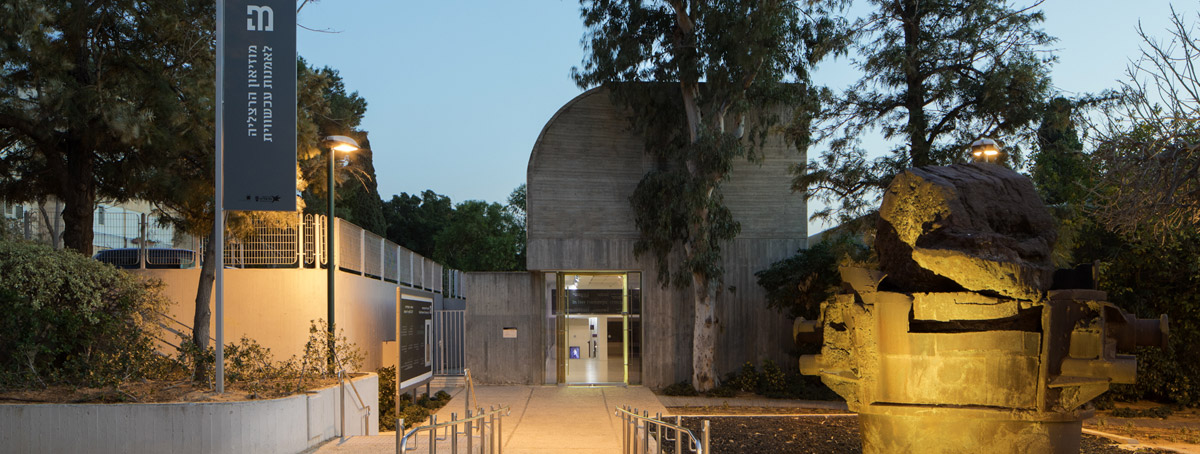 צילום של מוזיאון מהכניסה