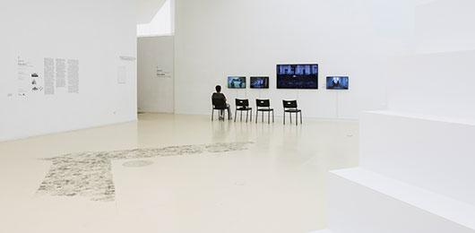 תערוכה קו לקו: דיוקן המוזיאון