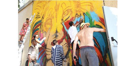 גרפיטי על האולם, במסגרת פרויקט שכנים גלוקליים, צילום המרכז לאמנות דיגיטלית