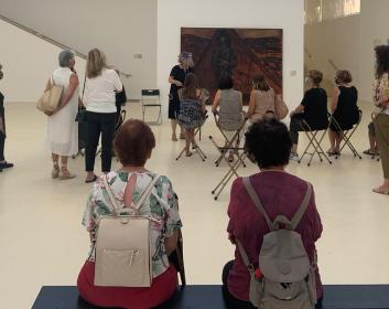 """סיור מודרך בתערוכות המוזיאון עם ד""""ר איה לוריא"""