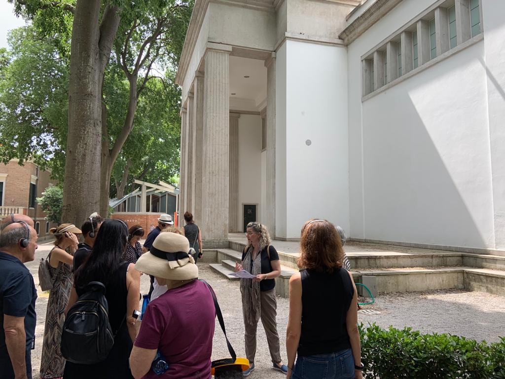 לגלות אוספים מבפנים: אוסף האמנות של מלאני ומתיו ברונפמן